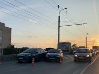 Фотофакт: в Великом Новгороде на проспекте Корсунова столкнулись три автомобиля