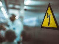 Новгородский рабочий погиб от удара током из-за нарушения охраны труда