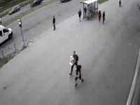 Польстившись на жвачку, новгородские подростки украли торговый автомат, но были задержаны