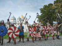 Ратники в городе! Фоторепортаж со зрелищного шествия