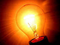 Специалисты «Новгородэнерго» обещают скоро вернуть горожанам свет