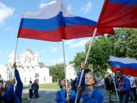 Великий Новгород в триколоре: «53 новости» публикуют фоторепортаж с празднования Дня флага