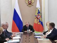 Путин: люди должны знать, что врач, медсестра, администратор в регистратуре - всегда на их стороне