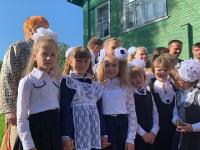 Глава региона встретил начало учебного года вместе со школьниками старинной деревни Богослово