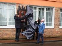 На открытие мемориальной доски Евгению Шульману в Великий Новгород приехал Илья Клебанов