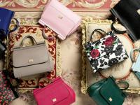 Новгородца задержали на таможне из-за 13 брендовых сумок