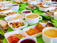 Школы могут обязать обеспечивать учеников младших классов горячим питанием
