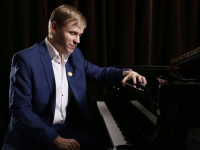 Слепой от рождения пианист-виртуоз даст концерт памяти Александра Вахрушева