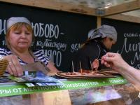 У киоска «Шинколюбово» на фестивале фермерской еды постоянно толпились покупатели