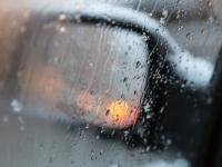 В Новгородском районе водитель врезался в ограждение из-за пасмурной погоды