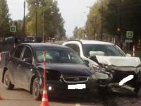 В Великом Новгороде при схожих обстоятельствах в ДТП пострадали юная автоледи и молодая пассажирка