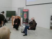 Встреча новгородцев с легендарным Шерлоком началась с вопроса о Мориарти и ответа про сериал BBC