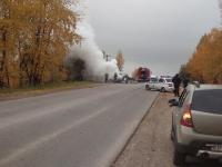 Фотофакт: на Лужском шоссе в Великом Новгороде сгорел автомобиль