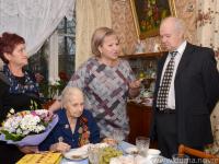 99-летнюю новгородку с днем рождения поздравила Елена Писарева