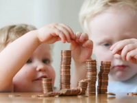Минтруд РФ предлагает более строго подойти к выдаче детских пособий