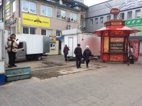 Фотофакт: у новгородского ТЦ «Барк» начали сносить ларьки