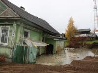 В Белозерске усмиряют подземное озеро, которое вырвалось на свободу из-за ошибок бурильщиков