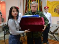 В Новгородской области спустя 78 лет родным передали поднятые со дна озера останки солдата