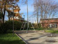 В новгородском сквере Водников монтируют детскую игровую площадку
