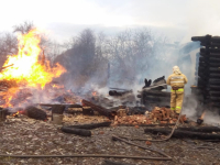 Жители новгородской деревни спасли из огня односельчанку