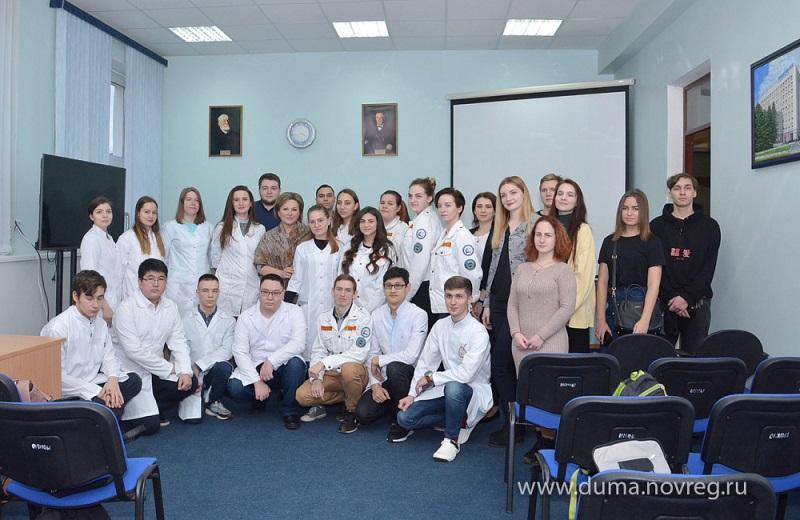 Елена Писарева обсудила со студентами НовГУ вопросы подготовки медицинских кадров