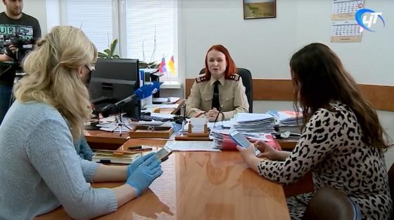 В Великом Новгороде нашли коронавирус у медика, который работал в двух детсадах