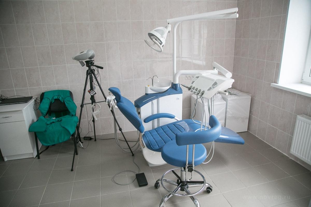 В Старой Руссе два года два стоматолога превращали один зуб в два