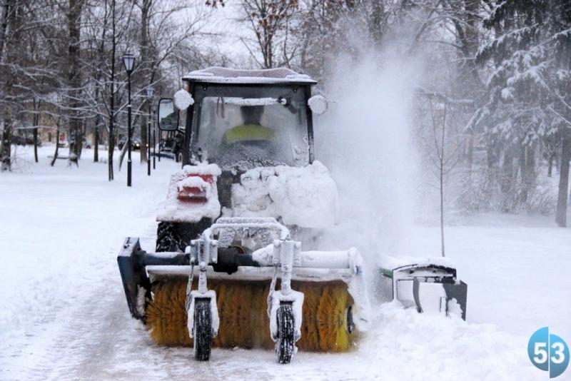 В новгородской мэрии предлагают всем желающим подзаработать на снегопаде