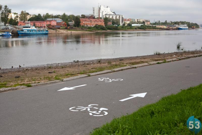 На набережной А. Невского появилась велосипедная разметка