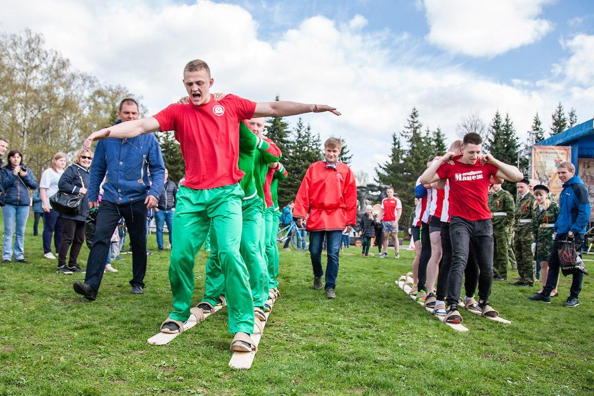Новгородцев в День физкультурника ждет зарядка на Ярославовом Дворище