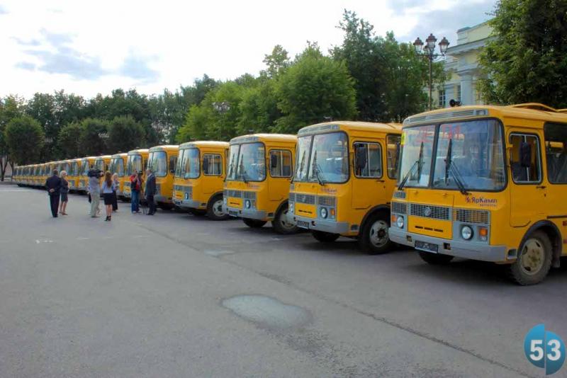 В Хвойнинском районе прокуратура обнаружила массовое нарушение правил перевозки детей школьными автобусами