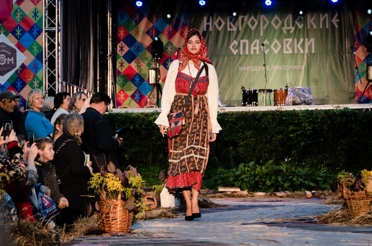 На новгородском фестивале костюма «Сарафан» представят лучшие коллекции народной одежды