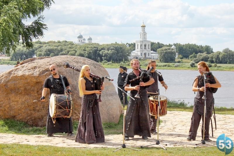 Чего хотят от Елены Кириловой в музее и мэрии Великого Новгорода