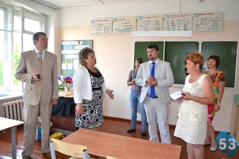 Елена Писарева проинспектировала образовательные учреждения Любытинского района